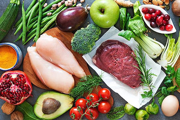 Verschiedene Fleischsorten und Rohstoffe